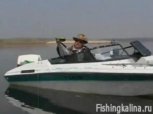Отвесное блеснение успешный метод рыбалки на хищную рыбу с лодки