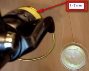 Расстояние шнура до бортика шпули 1-2 мм
