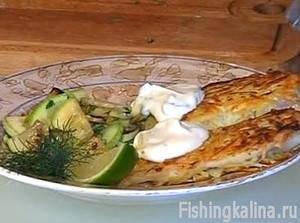 Рыба с картофелем и соусом