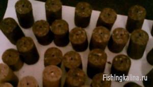 Самодельные брикеты из макухи для рыбалки на толстолоба